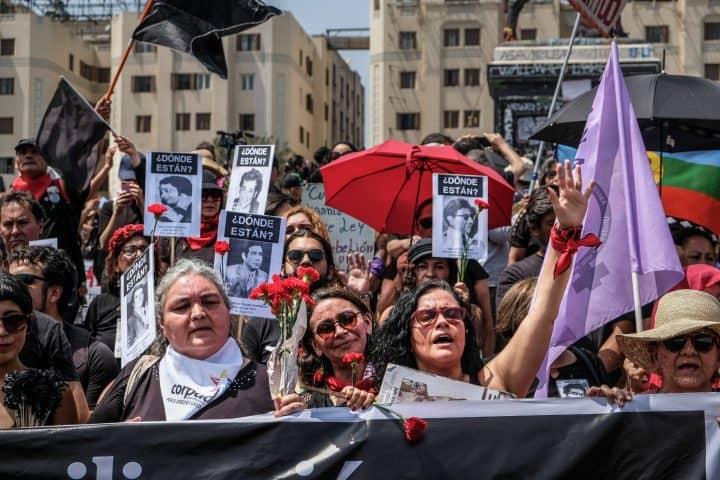 Basta repressione! Un grido nel silenzio di Santiago del Cile